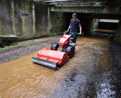 Regelmäßige Arbeiten im Bachläufen gehören zur Gewässerpflege